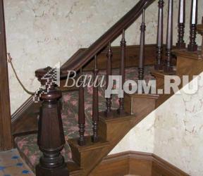 Деревянная лестница в стиле Средневековья Фото 3